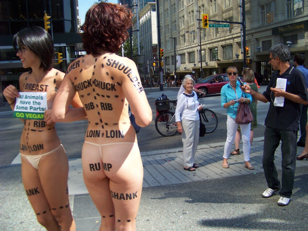 Naked peta protesters shower