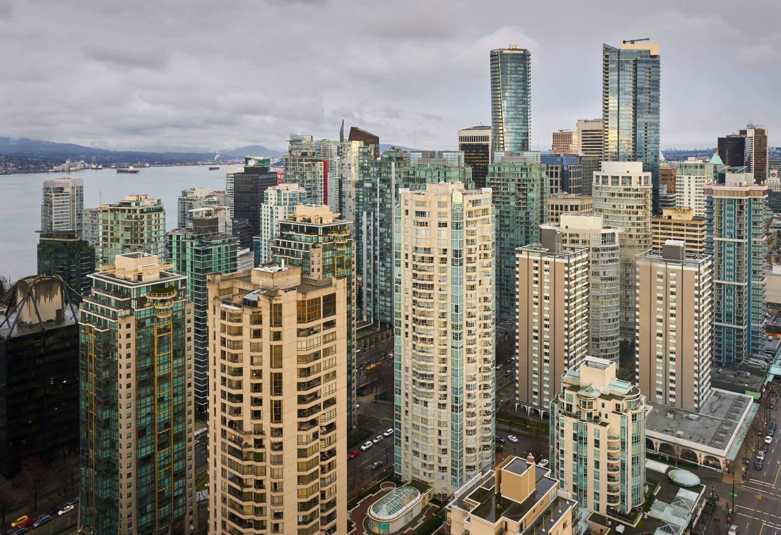 One-bedroom apartment listings in Vancouver now firmly ...