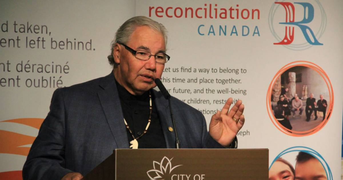 """Senator and ex-judge Murray Sinclair says Indigenous resistance won't respond well to """"pocketful of mumbles"""""""