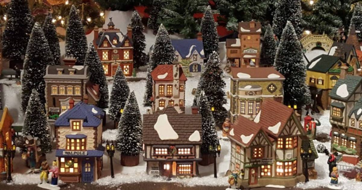 Miniature Dickens-themed Christmas village display at ...