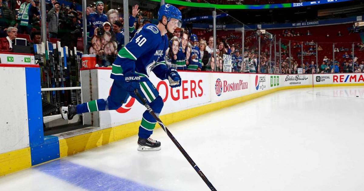 Elias Pettersson becomes second Vancouver Canuck in history to win