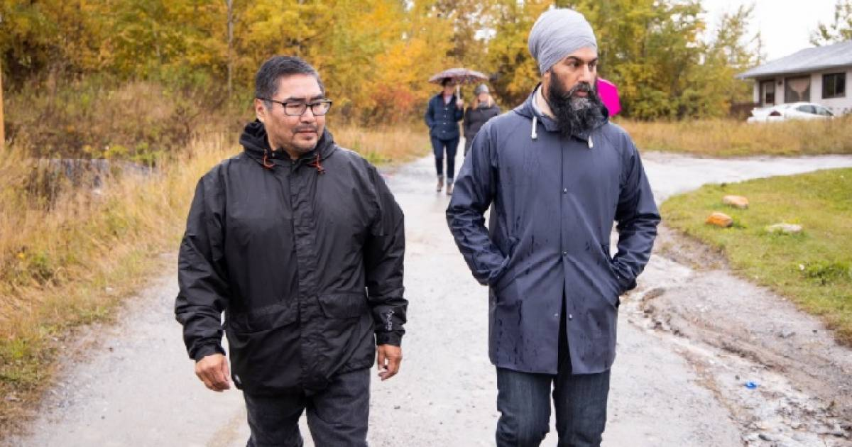 Jagmeet Singh turns table on reporter who asks if he's writing a blank cheque for First Nations