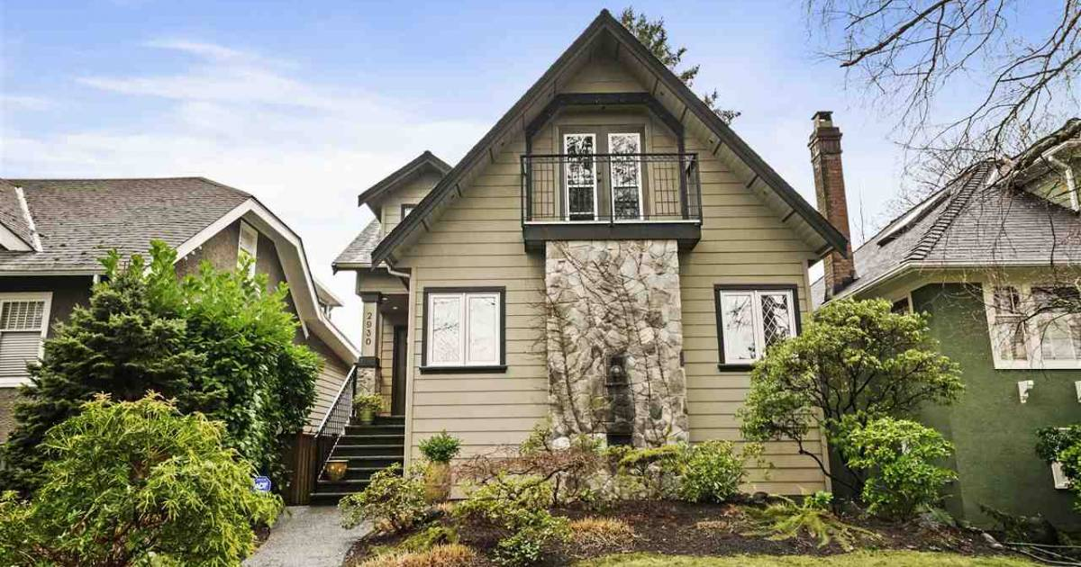 Vancouver real estate: market crackles with buyers paying more than $500,000 over listed price of detached homes