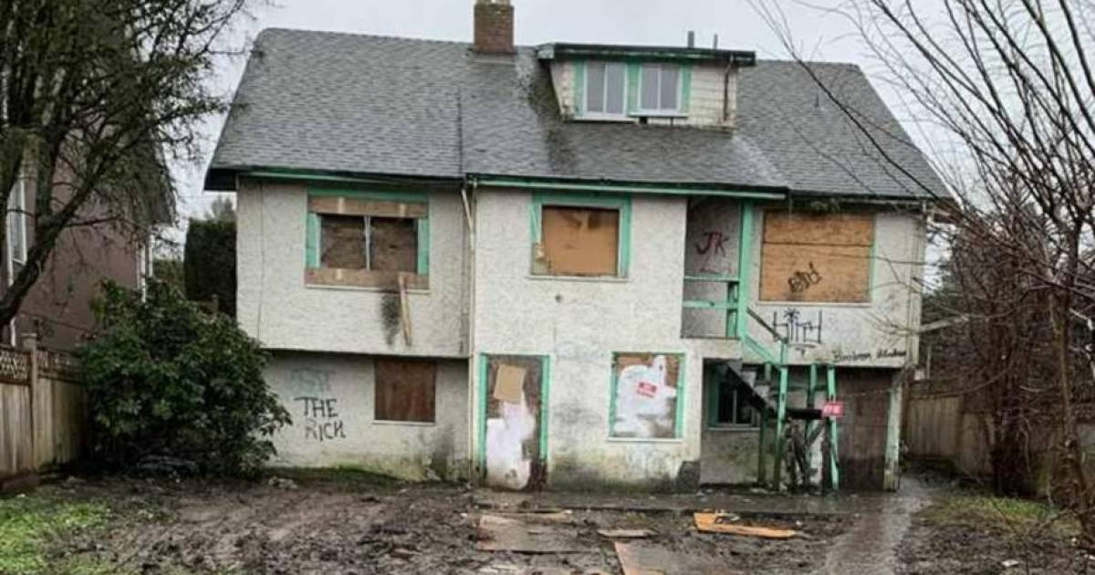 Vancouver real estate: unlivable home previously auctioned by city hall sells over asking price for $2.5 million