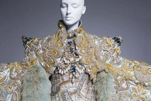 Vancouver Art Gallery To Bring In Major Exhibit By Chinese Fashion Designer Guo Pei Georgia Straight Vancouver S News Entertainment Weekly
